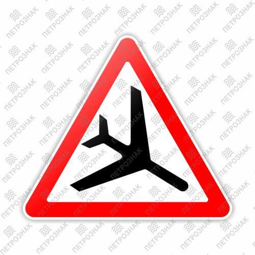"""Дорожный знак 1.30 """"Низколетящие самолеты"""" ГОСТ Р 52290-2004 типоразмер III"""