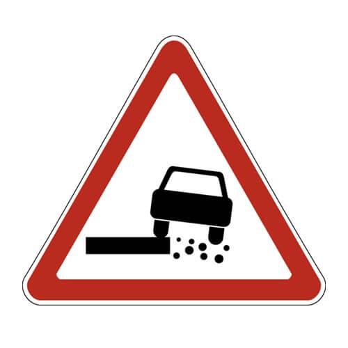Дорожный знак 1.19 - Опасная обочина